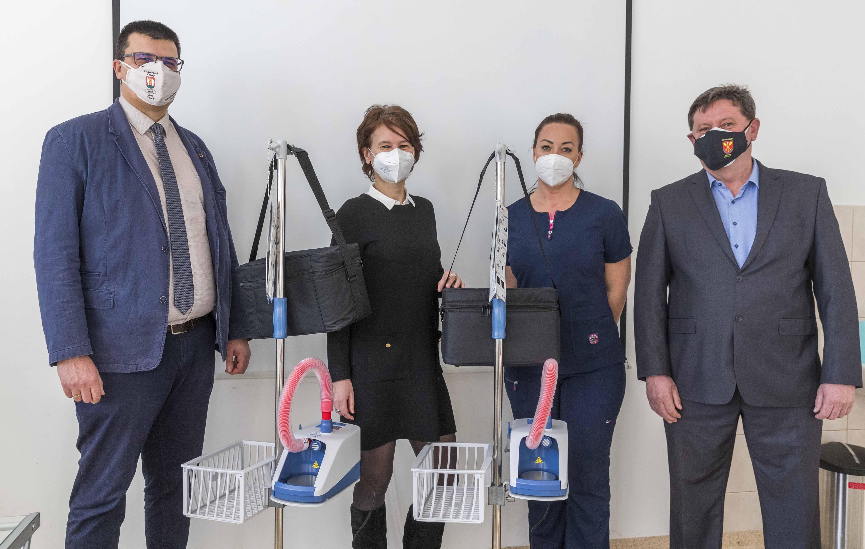 Önkéntes gyűjtés - légzést segítő gép átadása 5