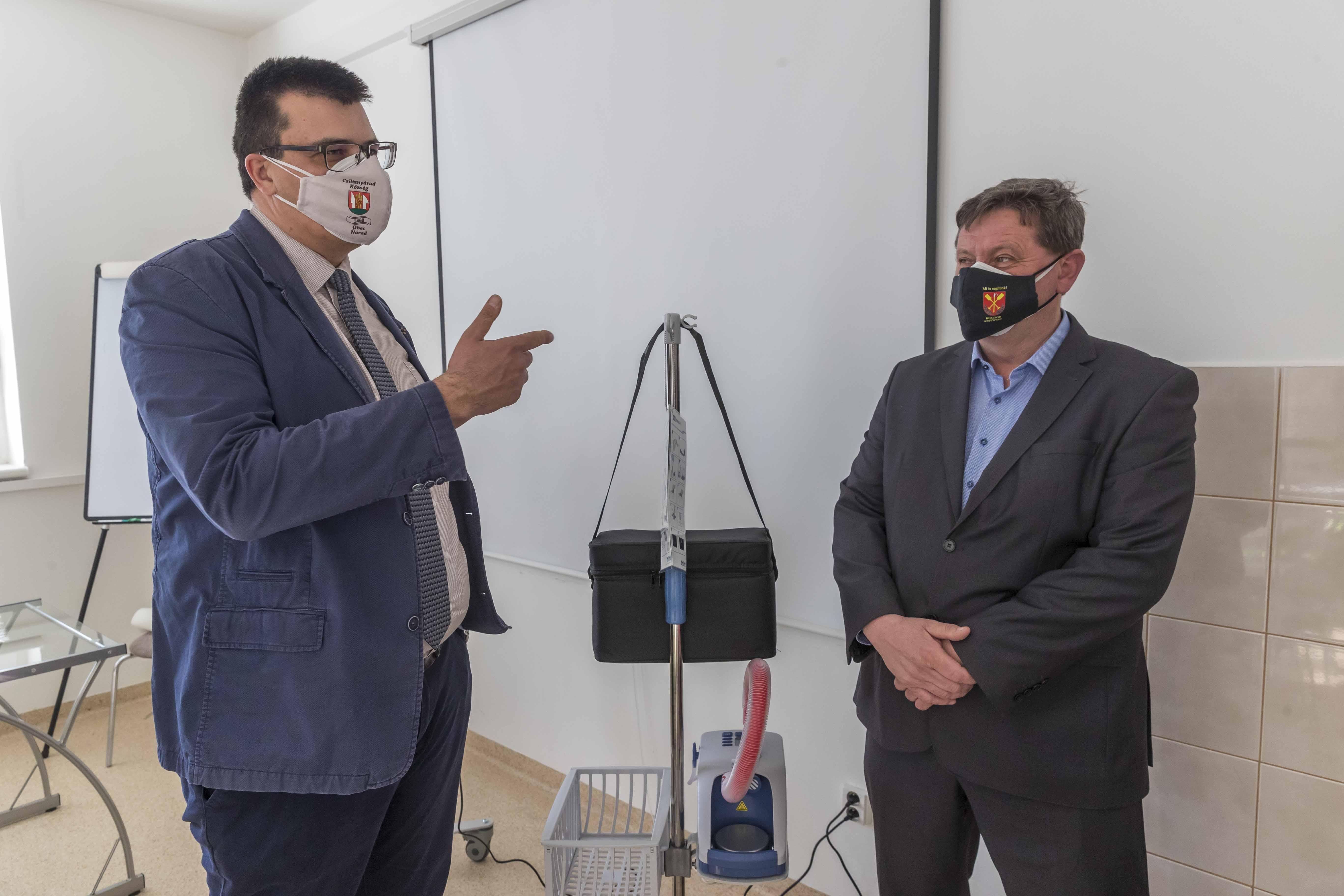 Önkéntes gyűjtés - légzést segítő gép átadása 4